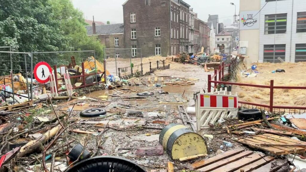 In Belgium, after a major flood, a garbage collapse began
